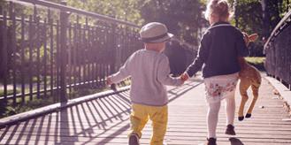 בית המשפט סיפק צו הגנה ויאפשר לאם להישאר לגור עם הילדים הרחק מהאב